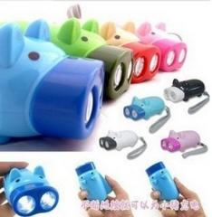可爱猪手压双灯电筒 200/件 随机 见详情图