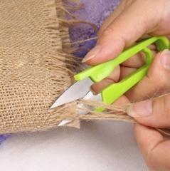 U型线头剪刀 十字绣剪刀 彩色塑料柄 见详情